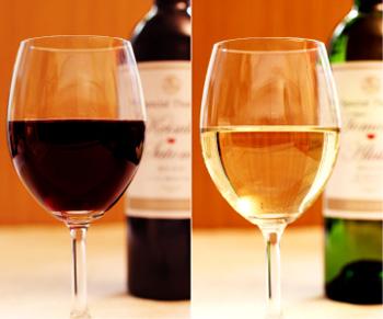 オリジナルラベルを貼ったワインや日本酒